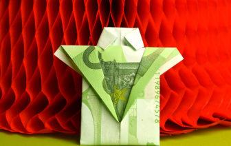 Geldscheien falten Hemd