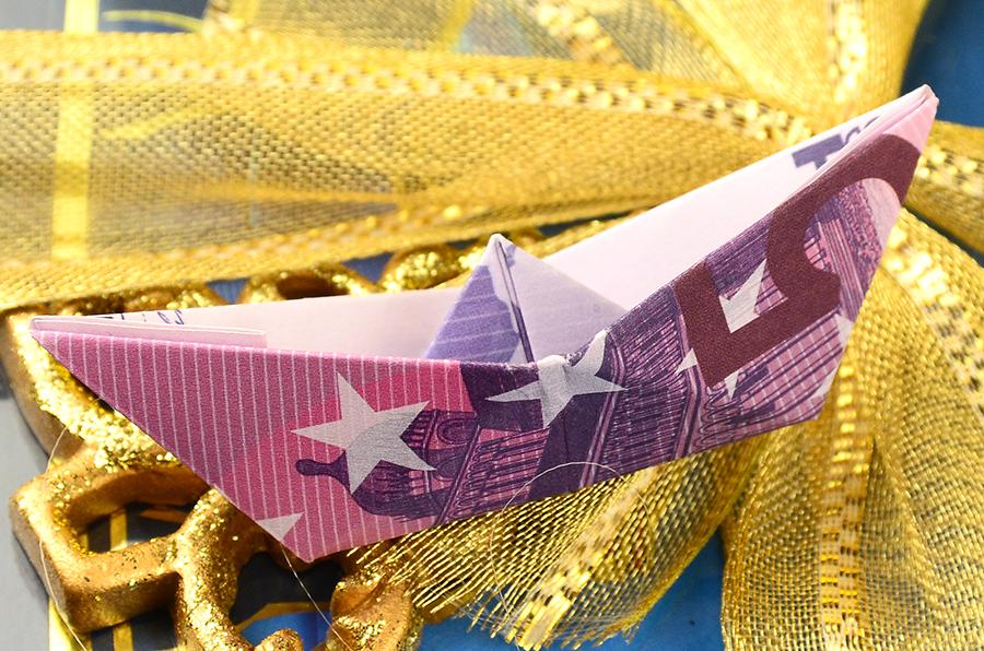 Geldscheine falten Boot